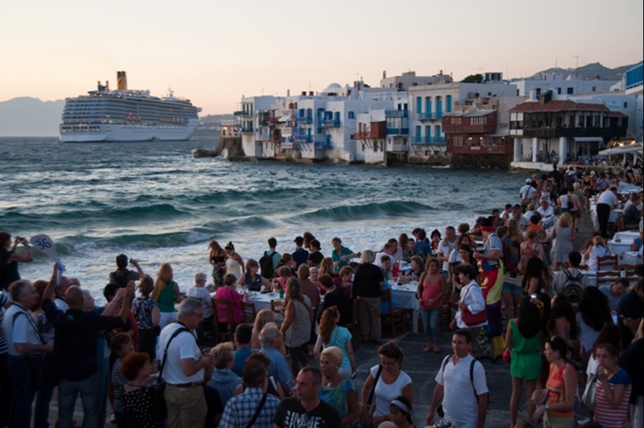 Tourists in Spain break record of numbers 6th year in a row