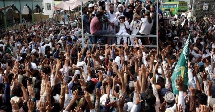 Pak: Protest continues against court's verdict to free woman sentenced for blasphemy