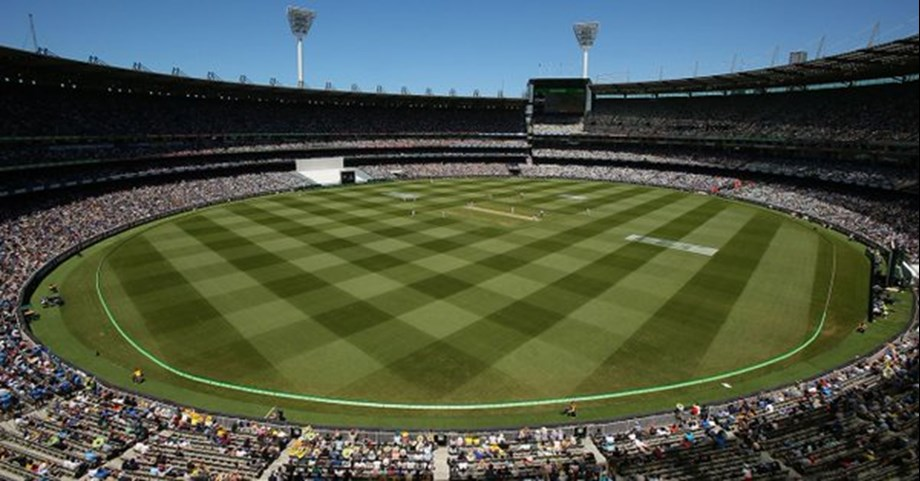 Bad light stops play in final session, Australia 236/6 against India