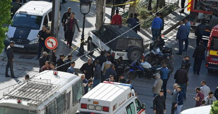 Egypt bus attack: Christian mourners bury victims of recent militant attack