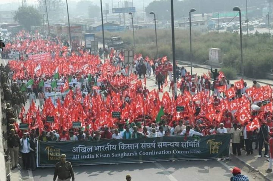 Farmers march from Ramlila Maidan to Parliament Street for loan waiver