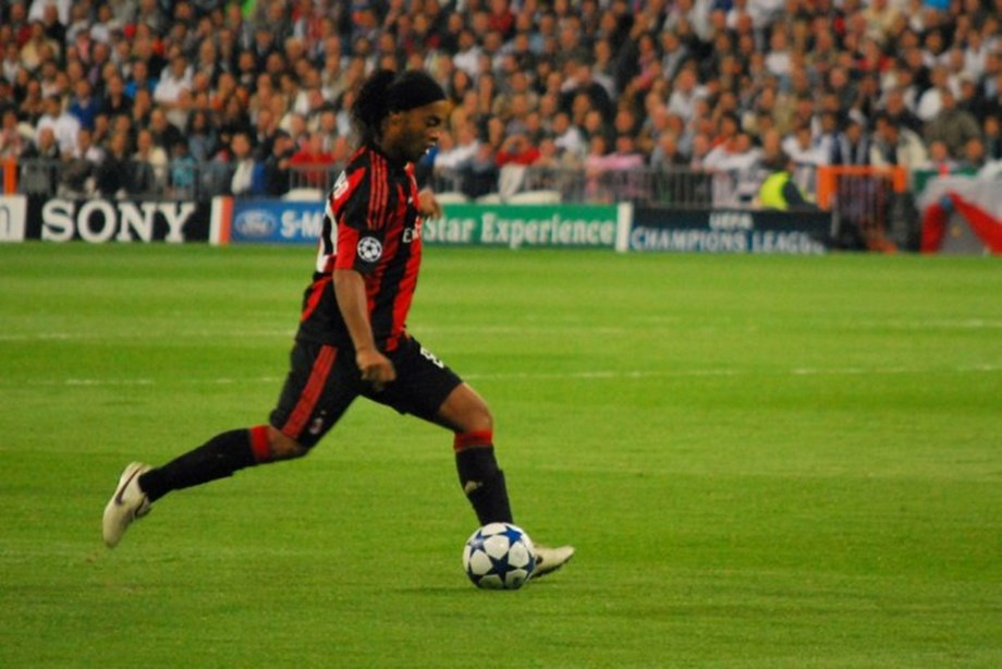 INTERVIEW-Soccer-Ronaldinho says Man City ready for Champions League challenge