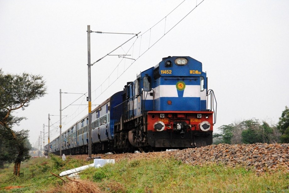 Fire disrupts W. Railway services for 12 hours in Maharashtra: Official