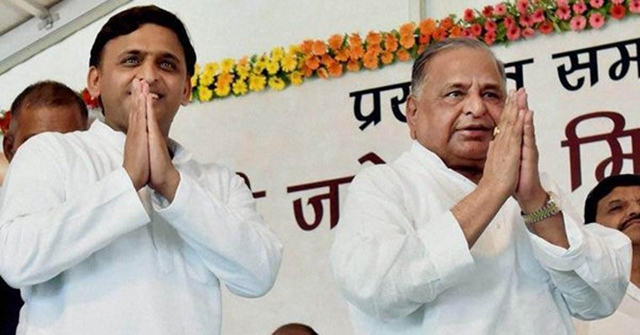 Shivpal hands PSP flag to Mulayam, Akhilesh shocked