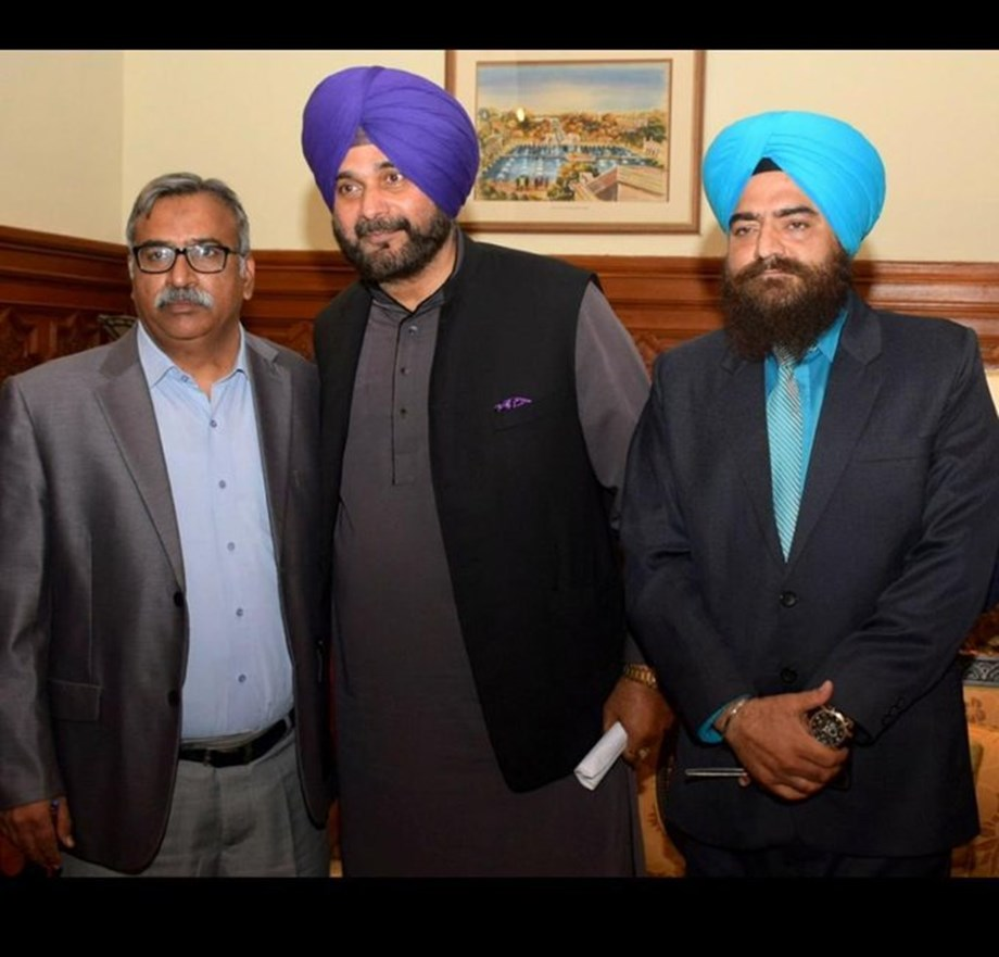 Sidhu raises questions over demonetisation, Rafale deal