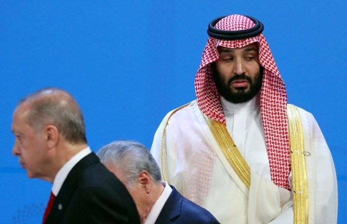 UPDATE 1-Saudi Crown Prince stands at far edge during G20 official photo of leaders