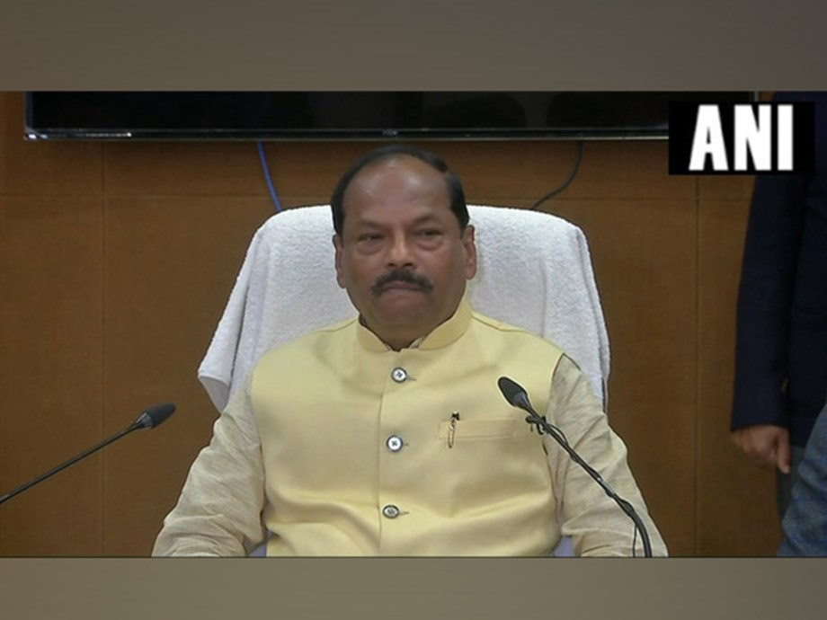 CM Raghubar Das appeals voters to vote for 'new Jharkhand'