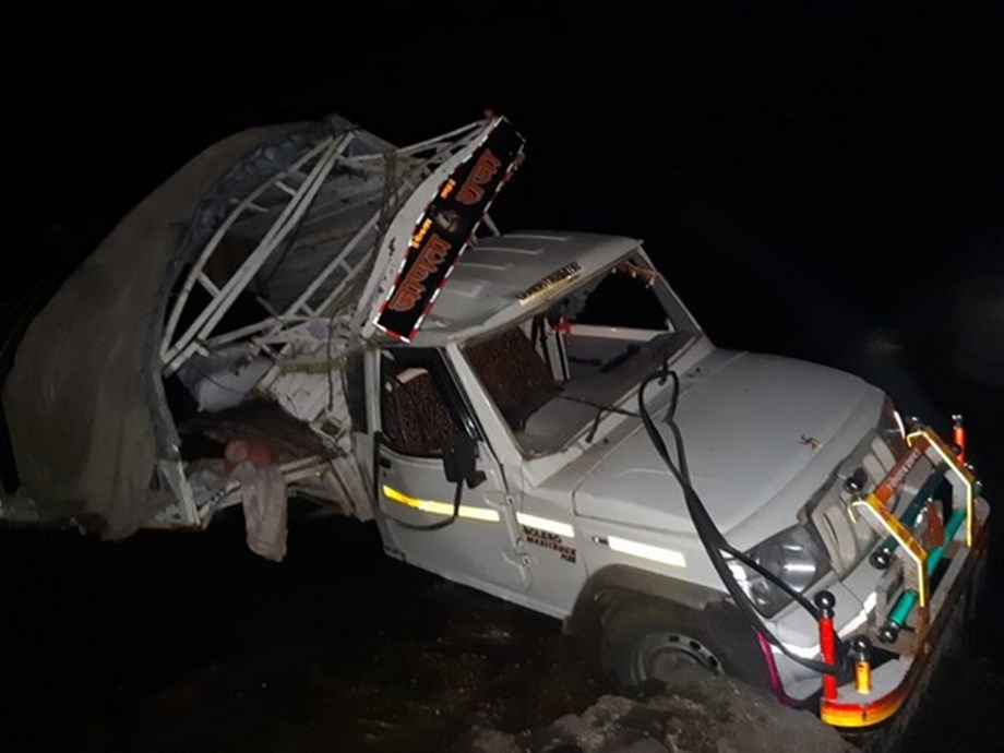 Maharashtra: 7 dead, 20 injured after vehicle falls off bridge in Dhule