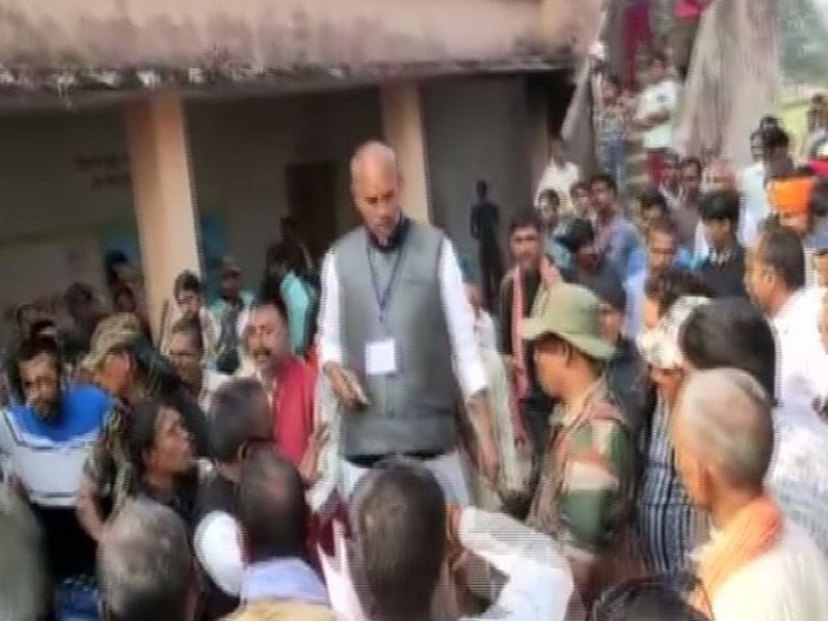 Jharkhand polls: Congress candidate brandishes pistol to deter opponents after a scuffle
