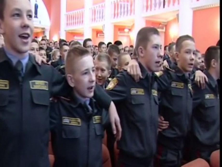 Russian cadets sing Hindi patriotic song 'Aye Watan'