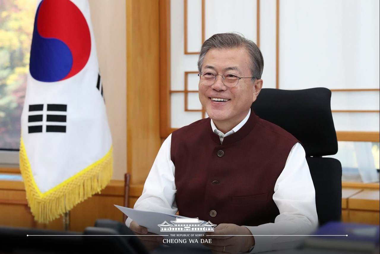Moon Jae-in posts pictures wearing 'Modi jacket'