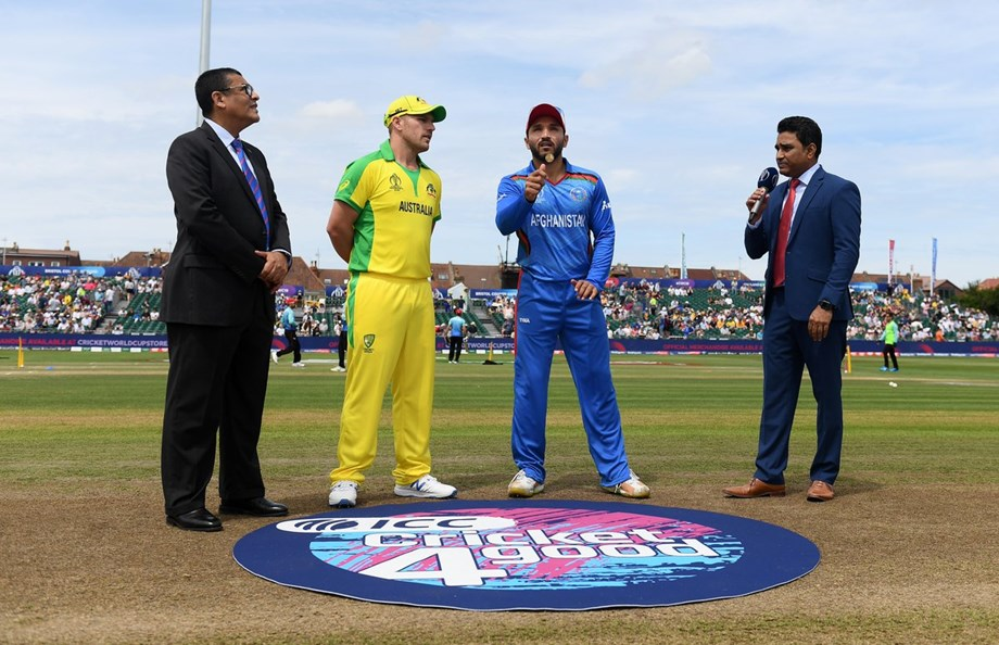 Cricket--Afghanistan notch up 207 after early wickets tumble against Australia