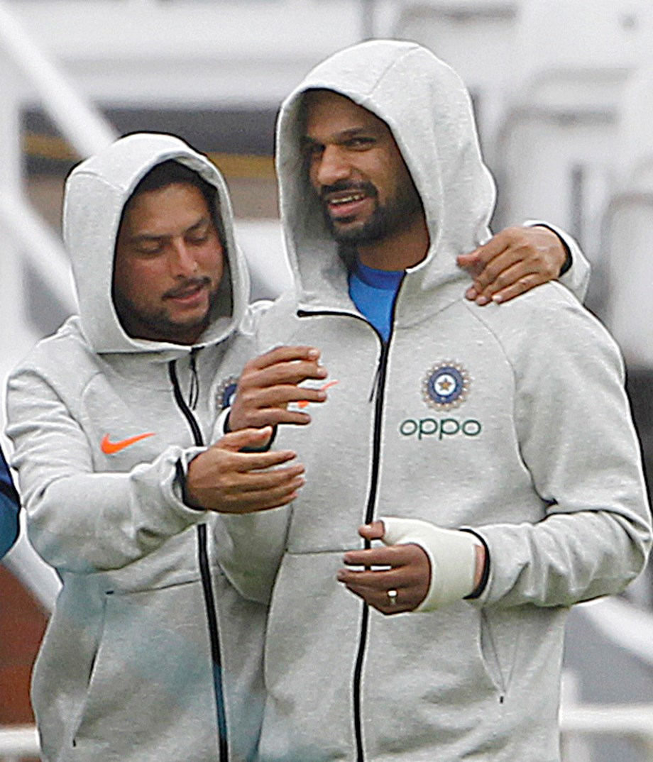 Sridhar not sure if Dhawan could field in slip region immediately after comeback
