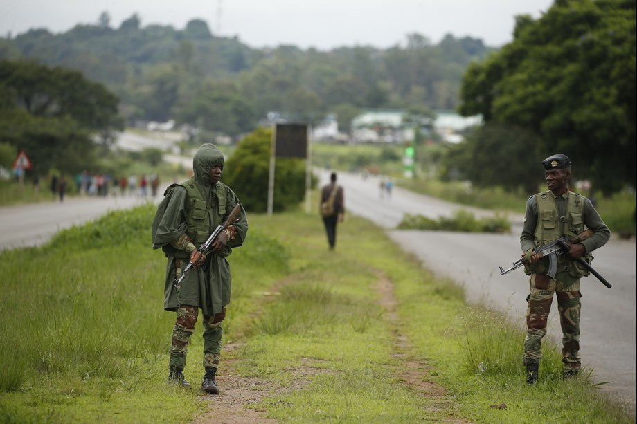 UPDATE 1-Zimbabwe police give unions green light for public sector protest