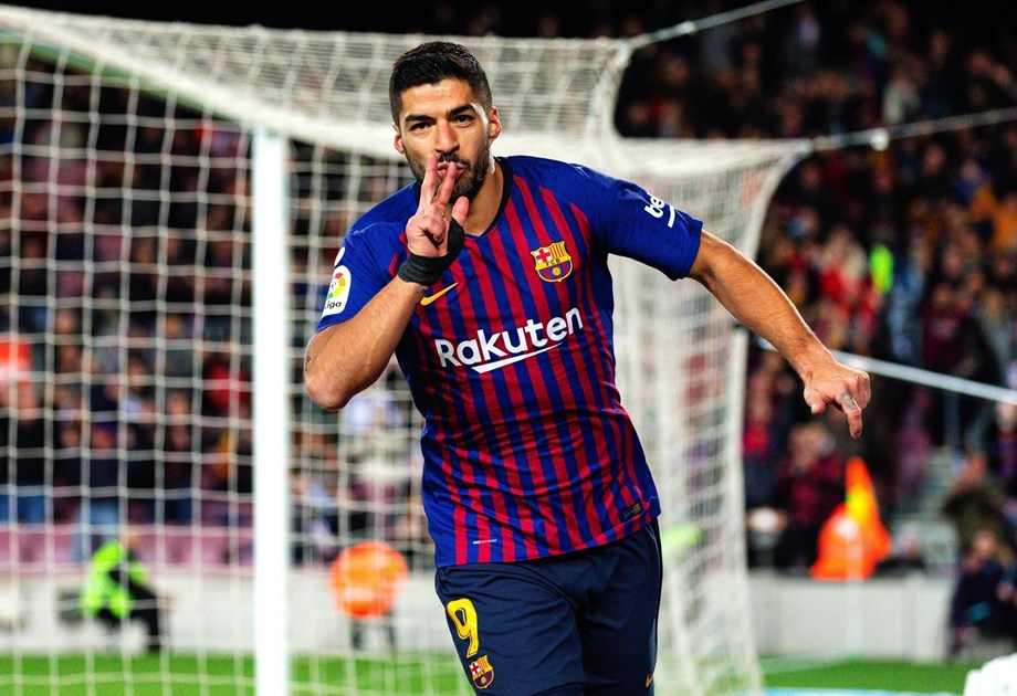 "Soccer-Suarez ""wanted to disappear from the world"" after Liverpool defeat"