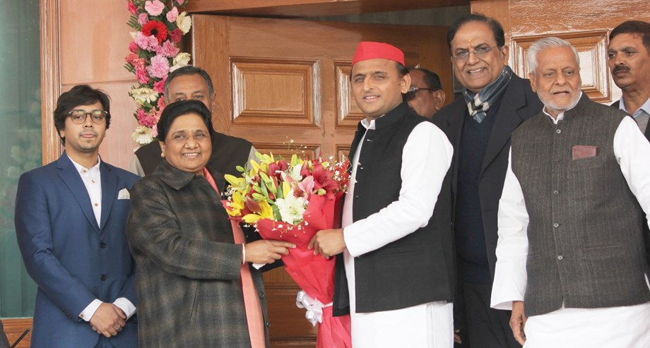Amidst Priyanka visit to Chandrashekhar, Akhilesh meets Mayawati on polls alliance