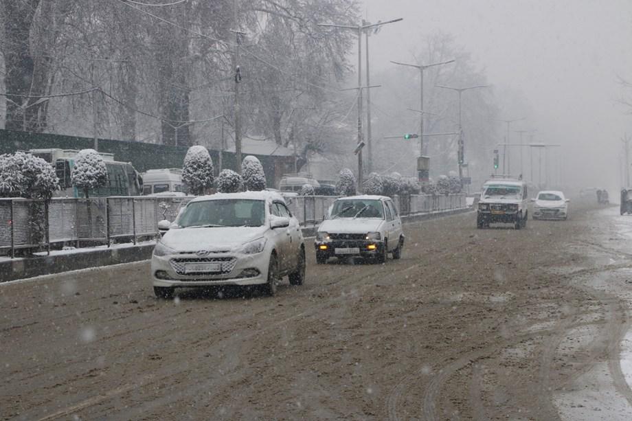 Fresh landslides strike several places along Jammu-Srinagar National Highway