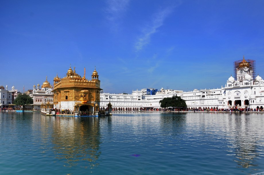 Russian Army General welcomes with Sikh tradition at Golden temple