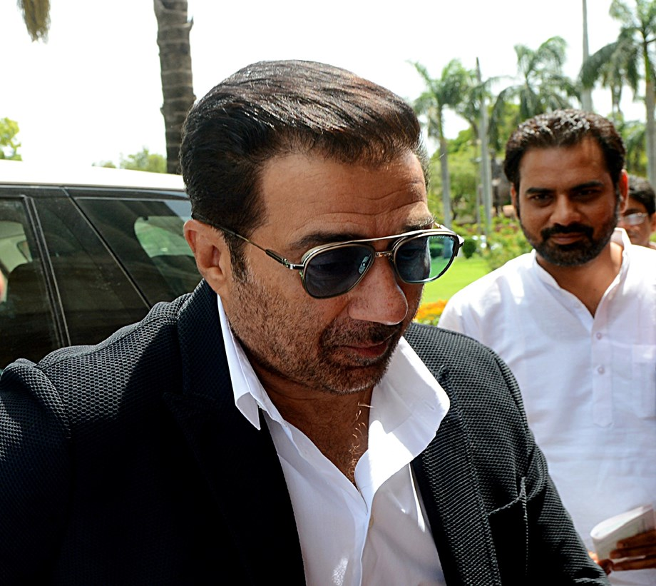 Sunny Deol, Kerala Guv call on PM Modi