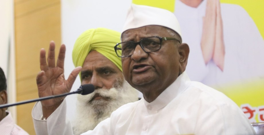 Hazare satisfied with dialogue with Fadnavis, other ministers; withdraws strike