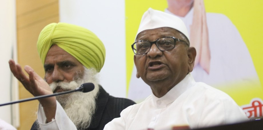 Anna lost 4.3 kg weight in 7 days; Fadnavis, 2 union ministers meet Hazare to end fast