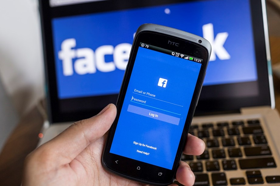 UPDATE 1-U.S. regulators approve $5 bln Facebook settlement over privacy issues - WSJ