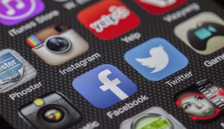 Undetermined outrage make Facebook, Instagram user lose access worldwide