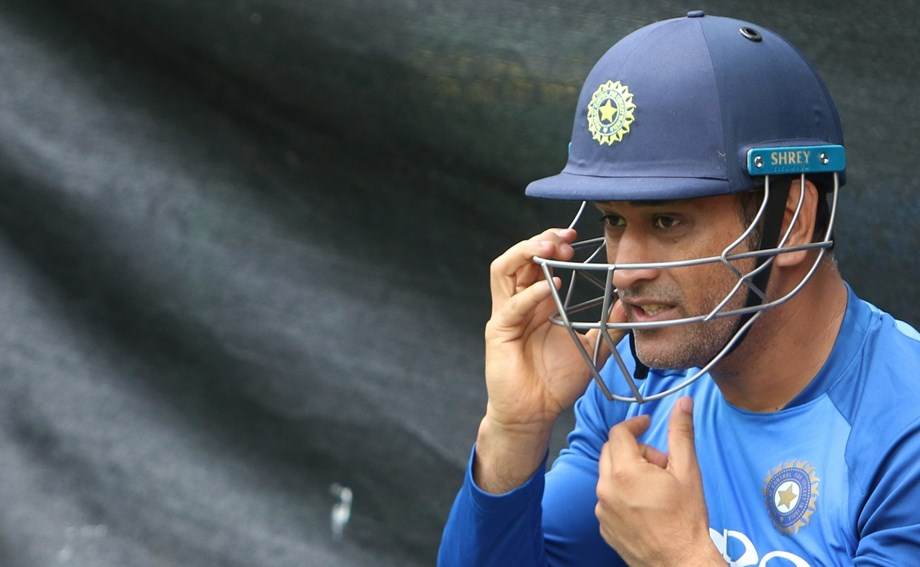 Cricket-Dhoni denied India contract amid retirement speculations